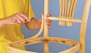 KROK VIII - Przykręcanie drewnianych elementów