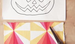 KROK III - Przygotowanie materiału na dyniową dekorację