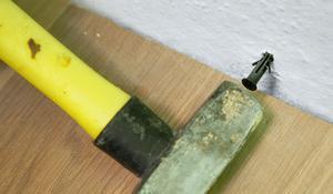 KROK III - Umieszczanie kołków w ścianie